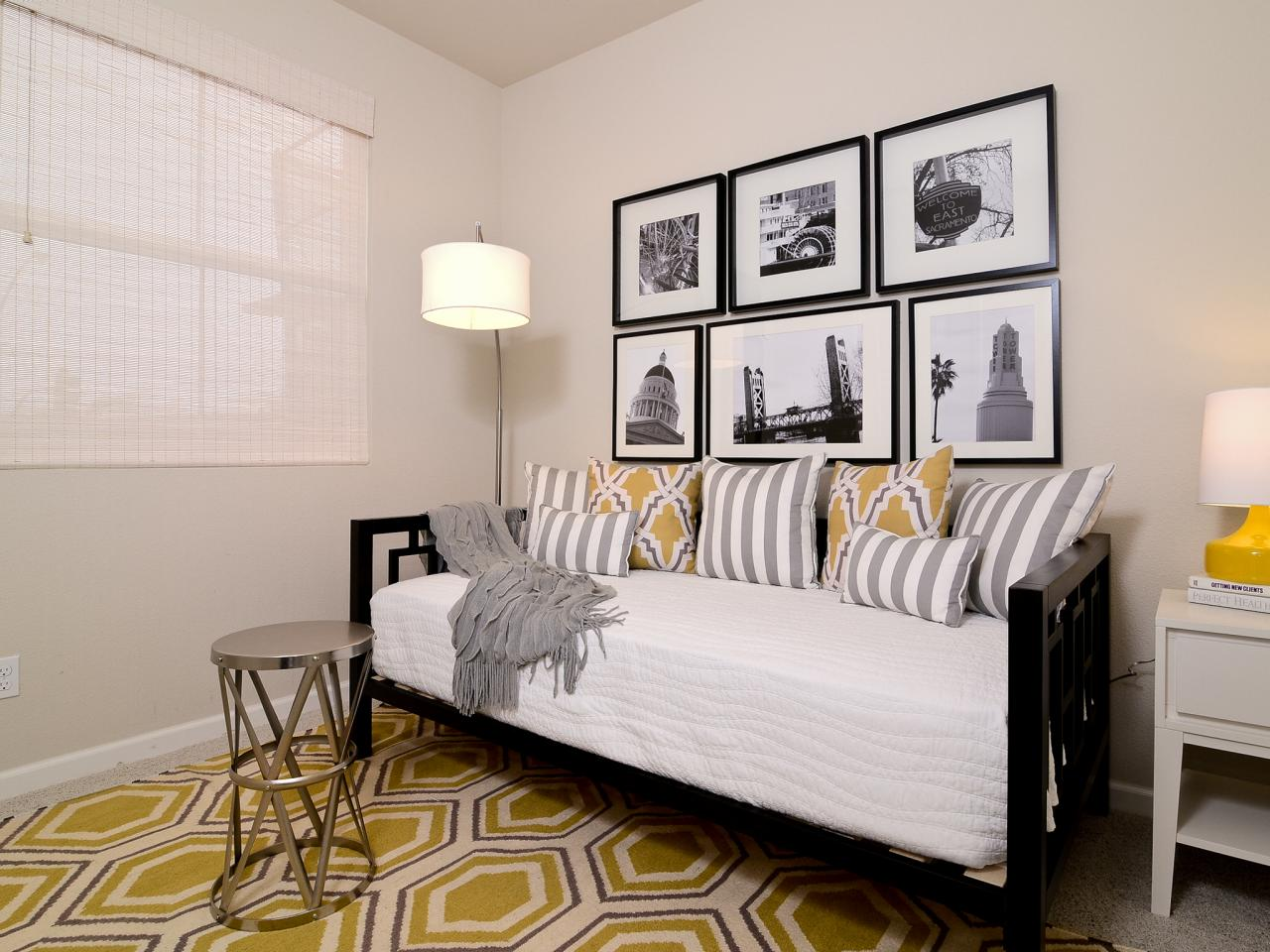 Image of: Guest Room Office Daybed