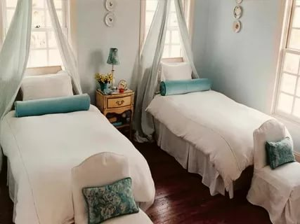 Image of: Guest Room Twin Beds