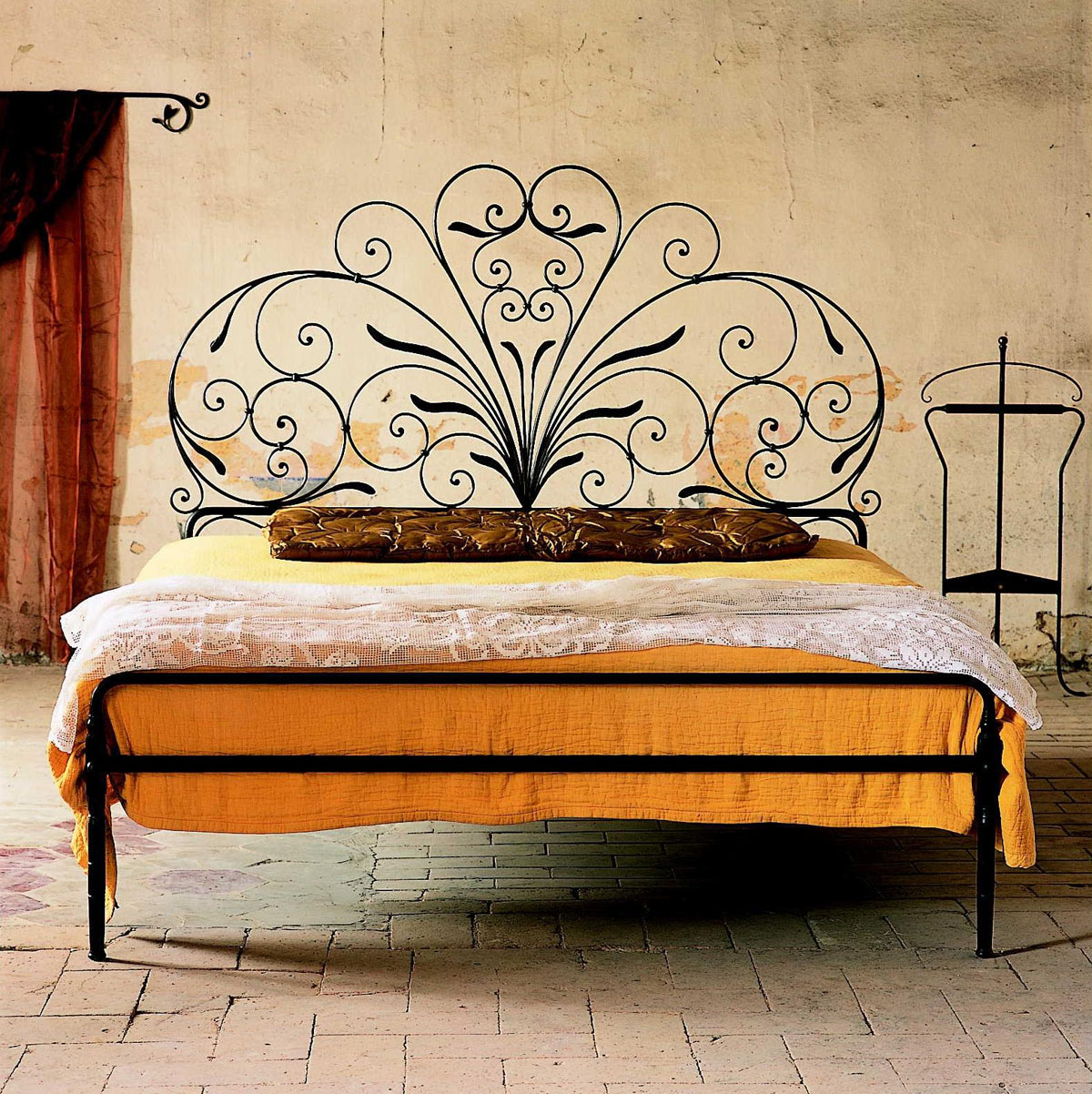 Image of: Iron Bed Frames Full