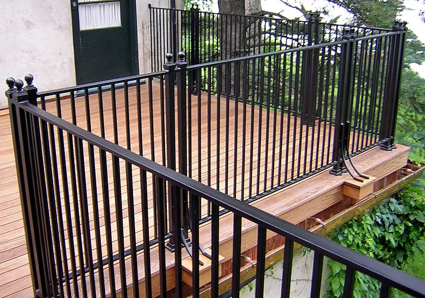 Image of: Iron Deck Railing Colors
