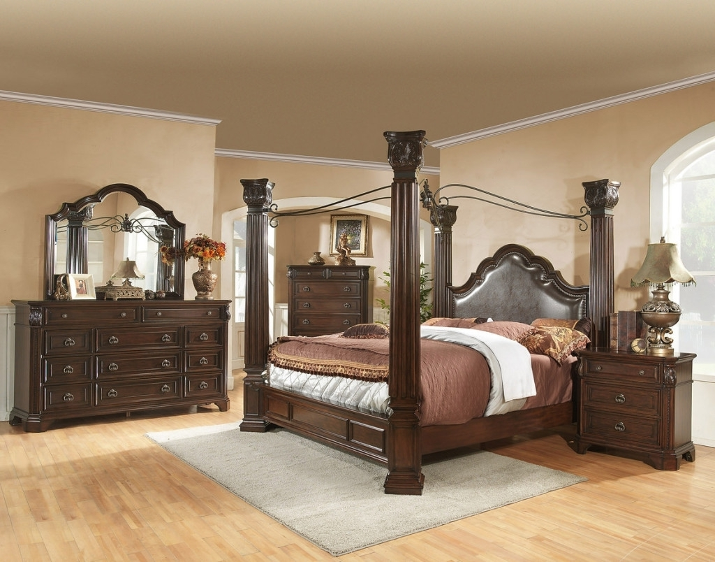 Image of: King Size Canopy Bedroom