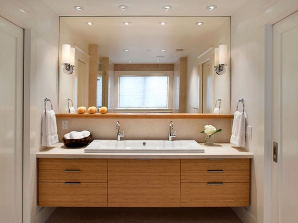 Image of: Large Vanity Mirror with Lights