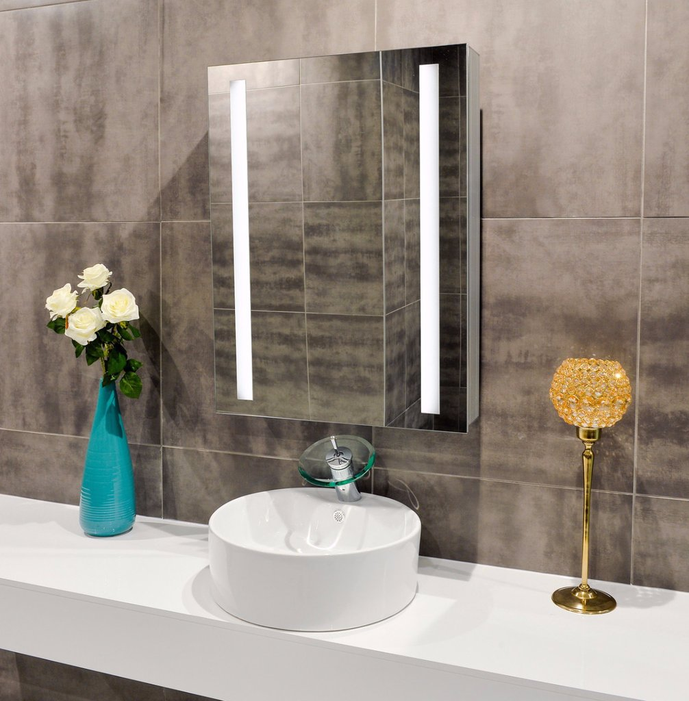 Image of: Lighted Wall Mirror Ideas