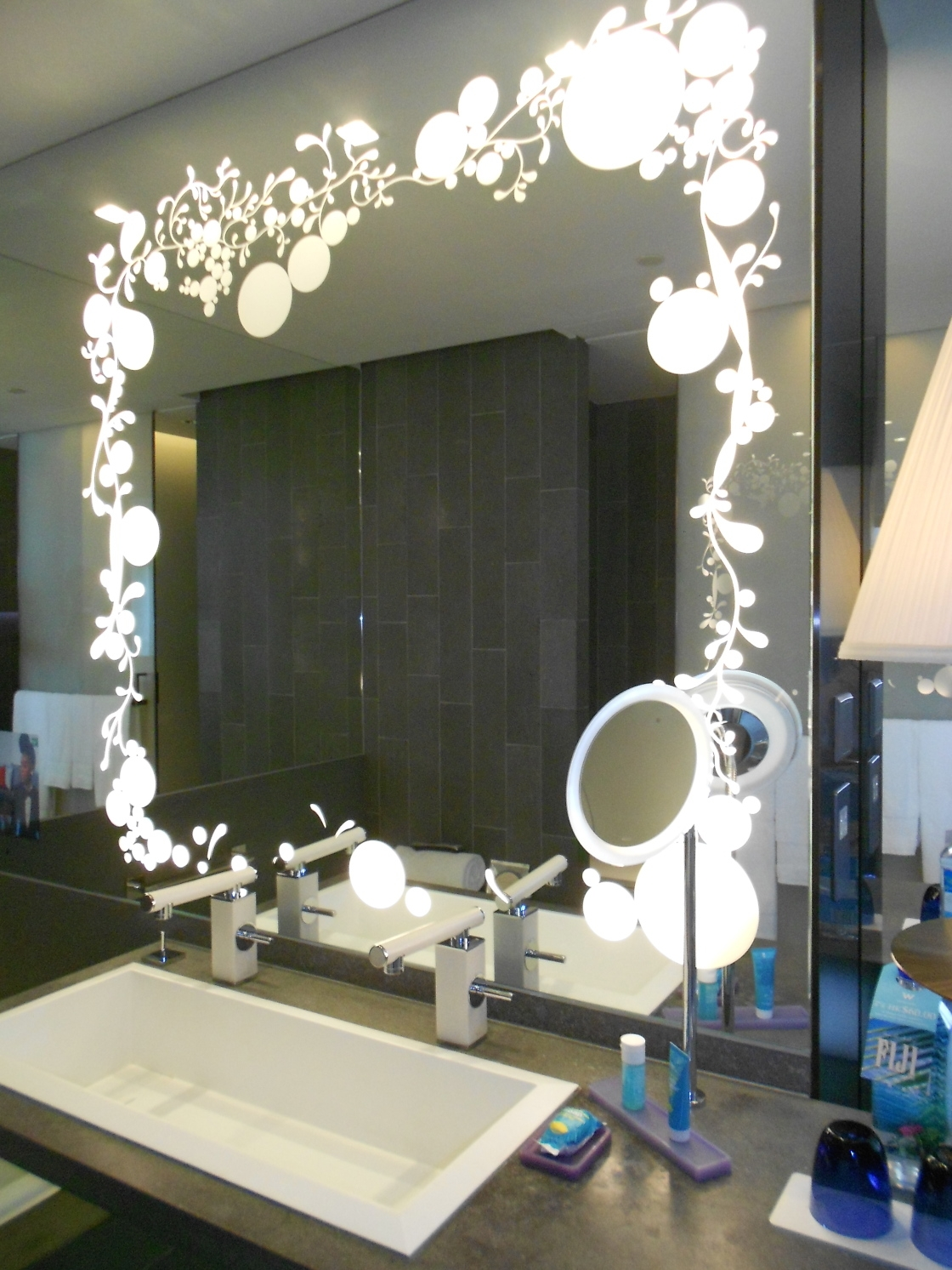 Image of: Lighted Wall Mirror Style