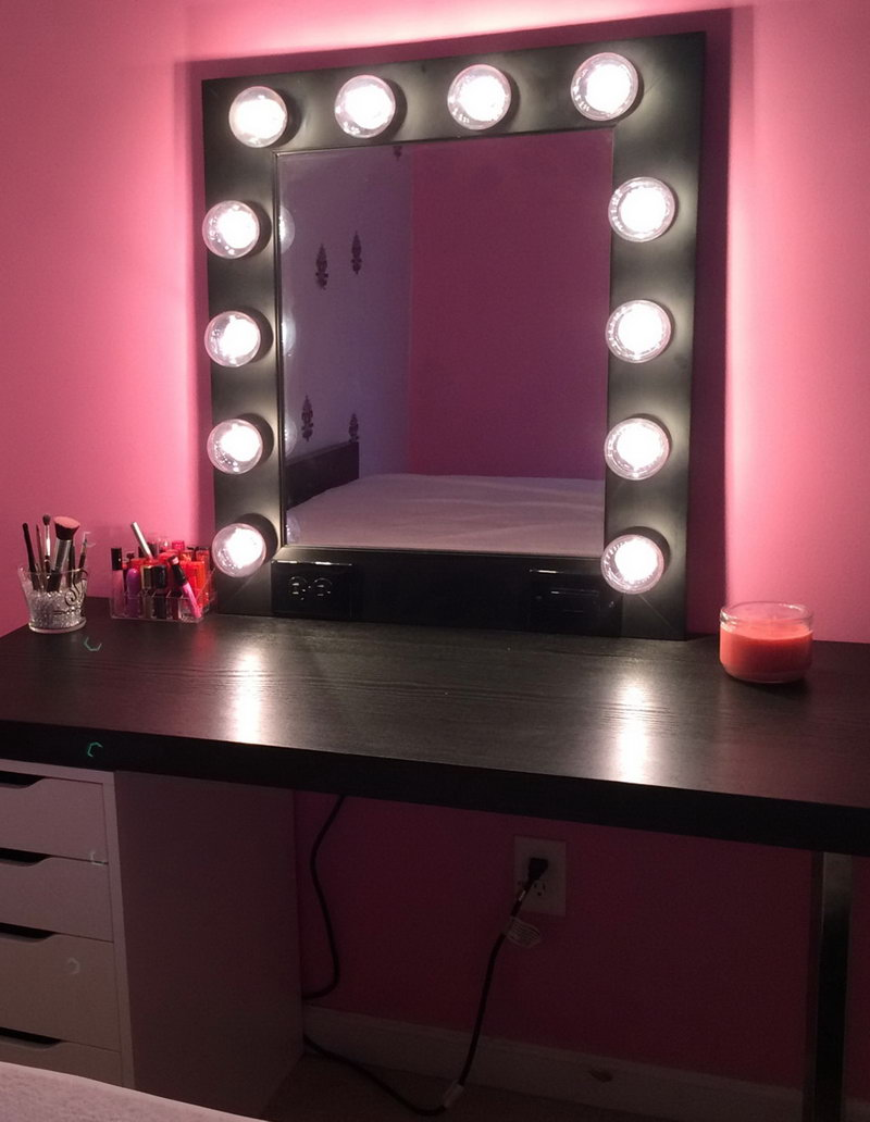 Image of: Makeup Vanity Table with Lighted Mirror