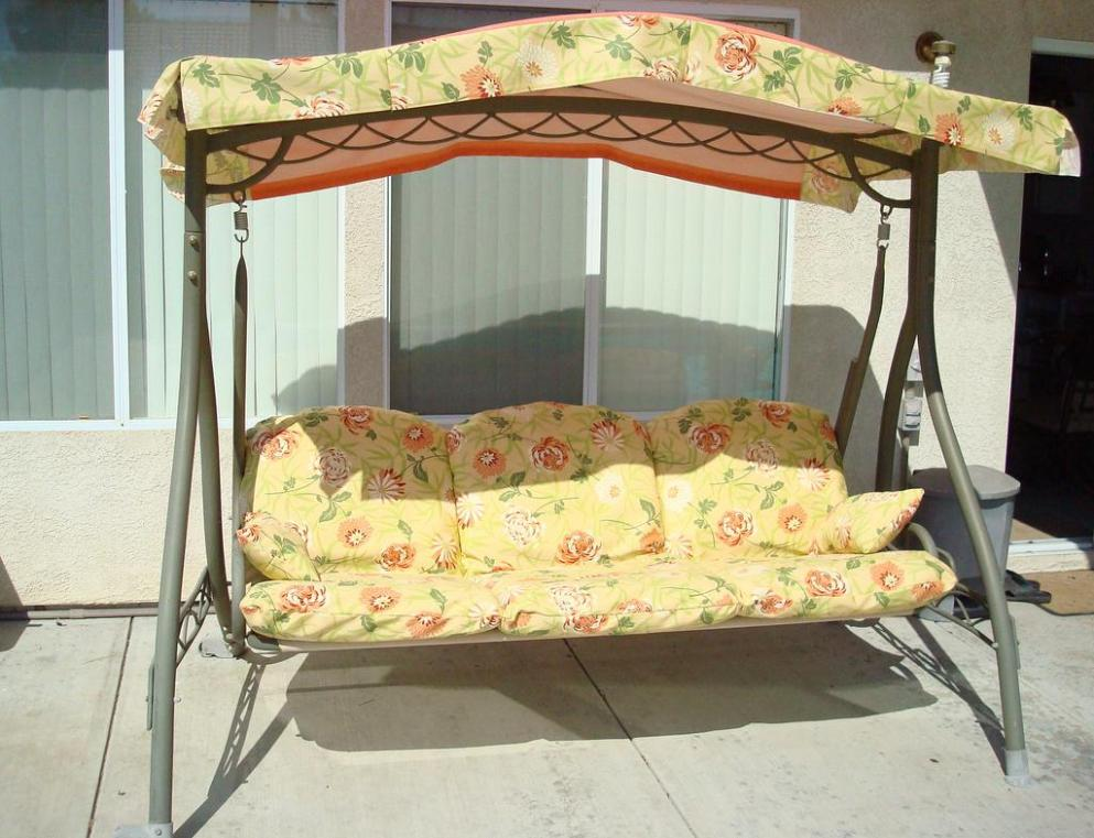 Image of: Metal Outdoor Swings With Canopy