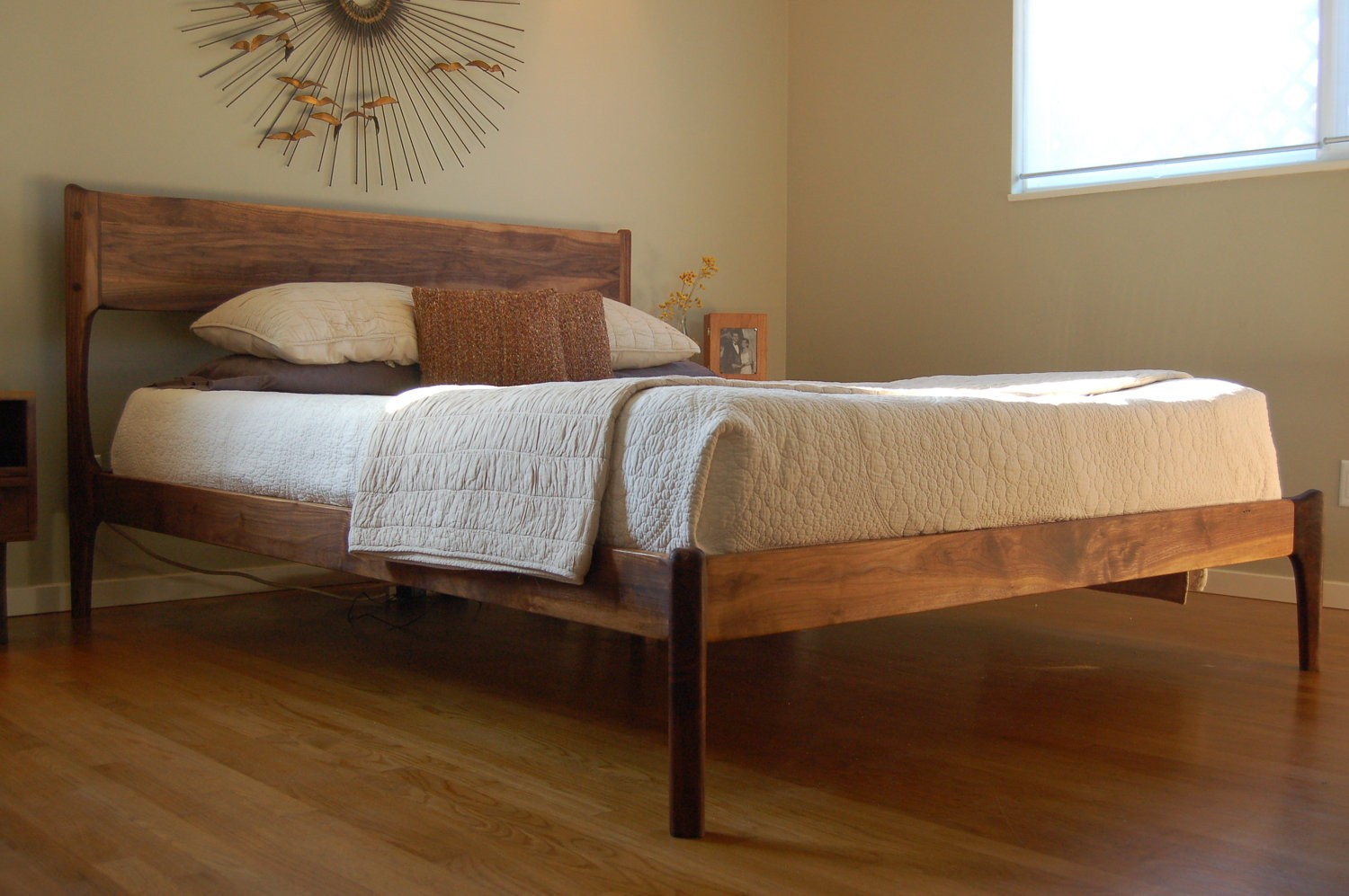 Image of: Mid Century Modern Bedroom Images