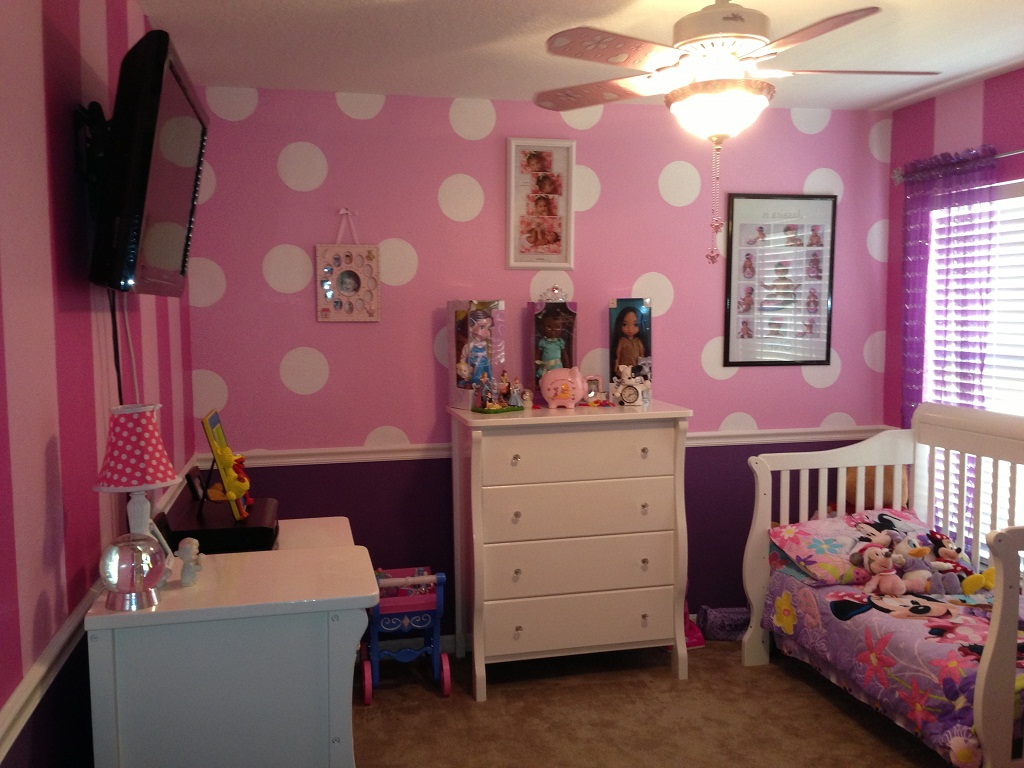 Image of: Minnie Mouse Bedroom Decor Ideas