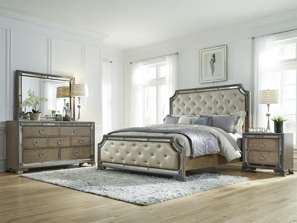 Image of: Mirrored Bedroom Furniture Sets