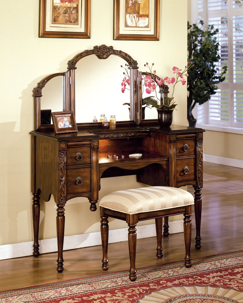 Image of: Mirrored Vanity Table Design