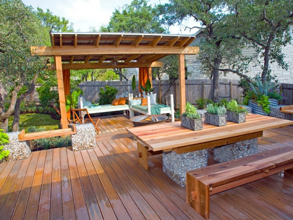 Image of: Modern Covered Deck Designs
