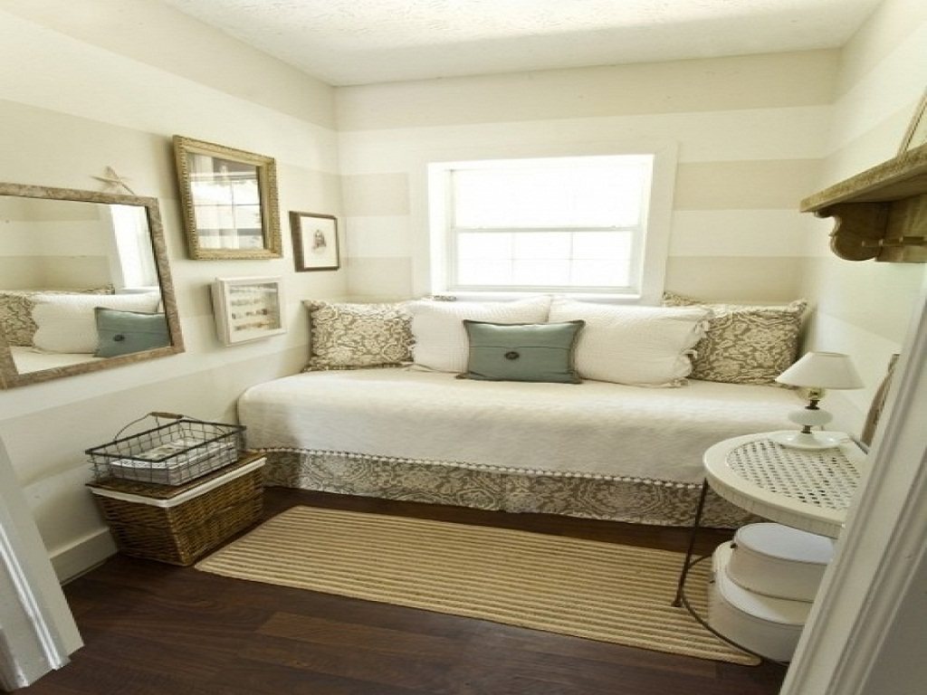 Image of: Modern Guest Room Bed Ideas
