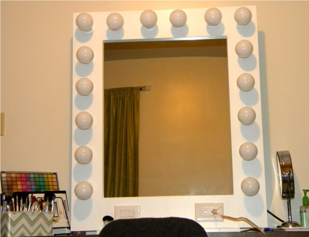 Image of: Modern Table Top Vanity Mirror With Light