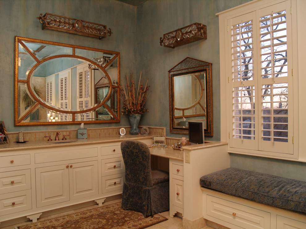 Image of: Modern Vanity Table with Mirror and Bench