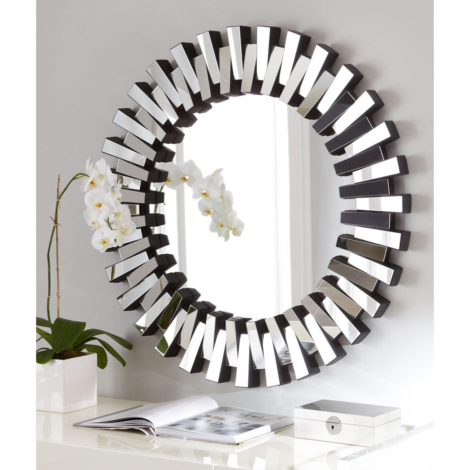 Image of: Modern Wall Mirrors Round
