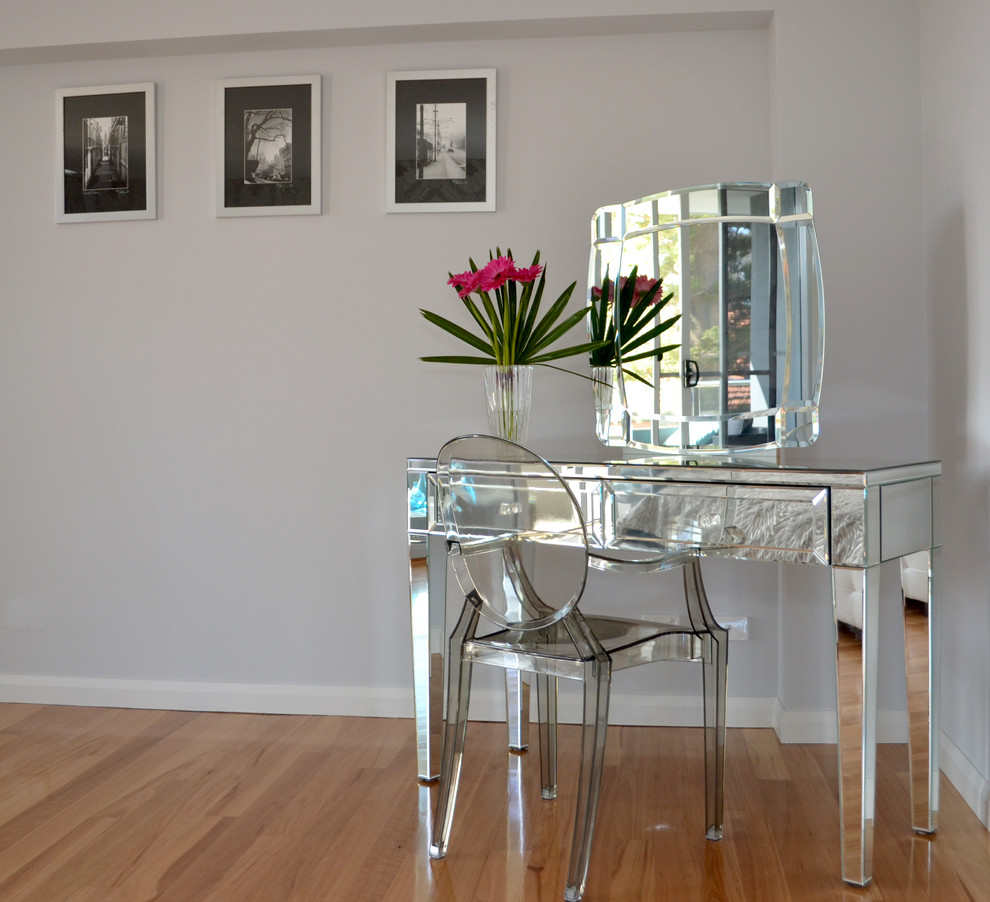Image of: New Modern Dresser with Mirror