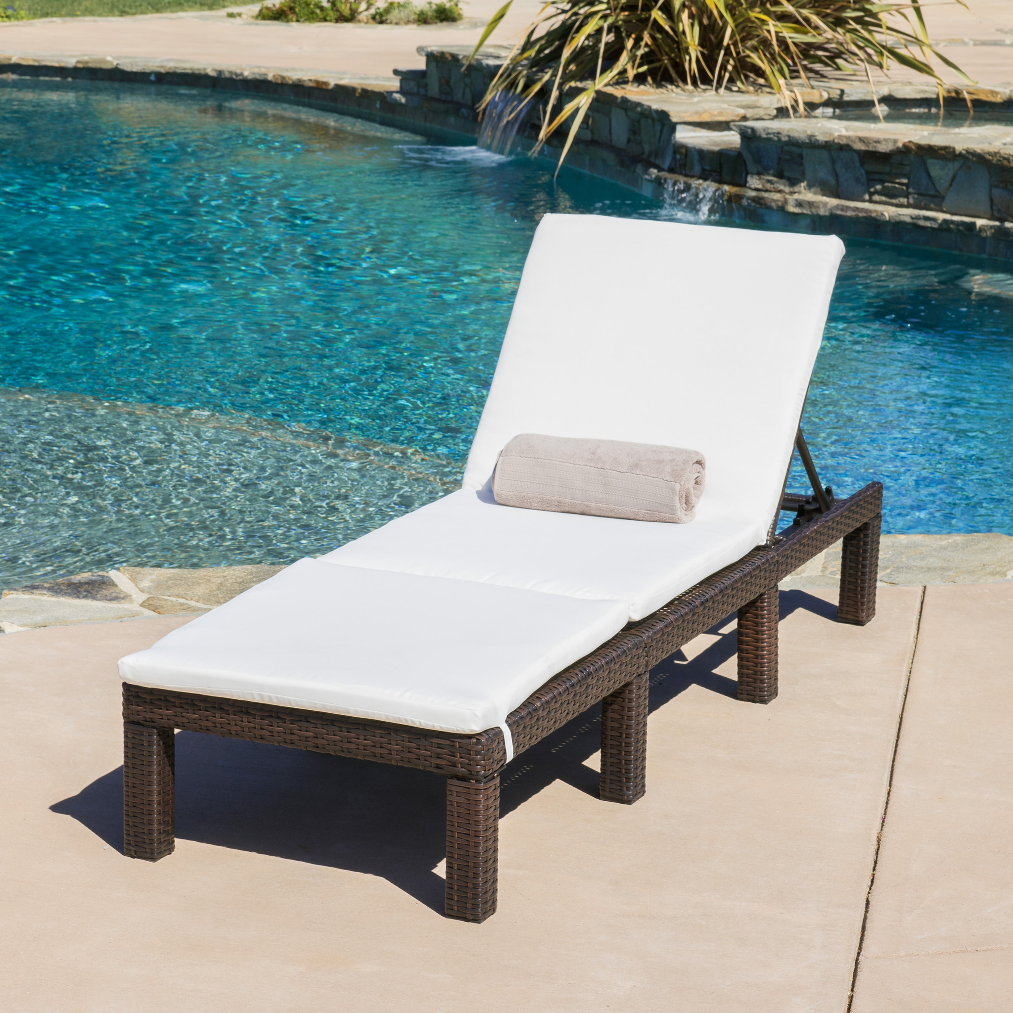 Image of: Nice Folding Chaise Lounge Chair