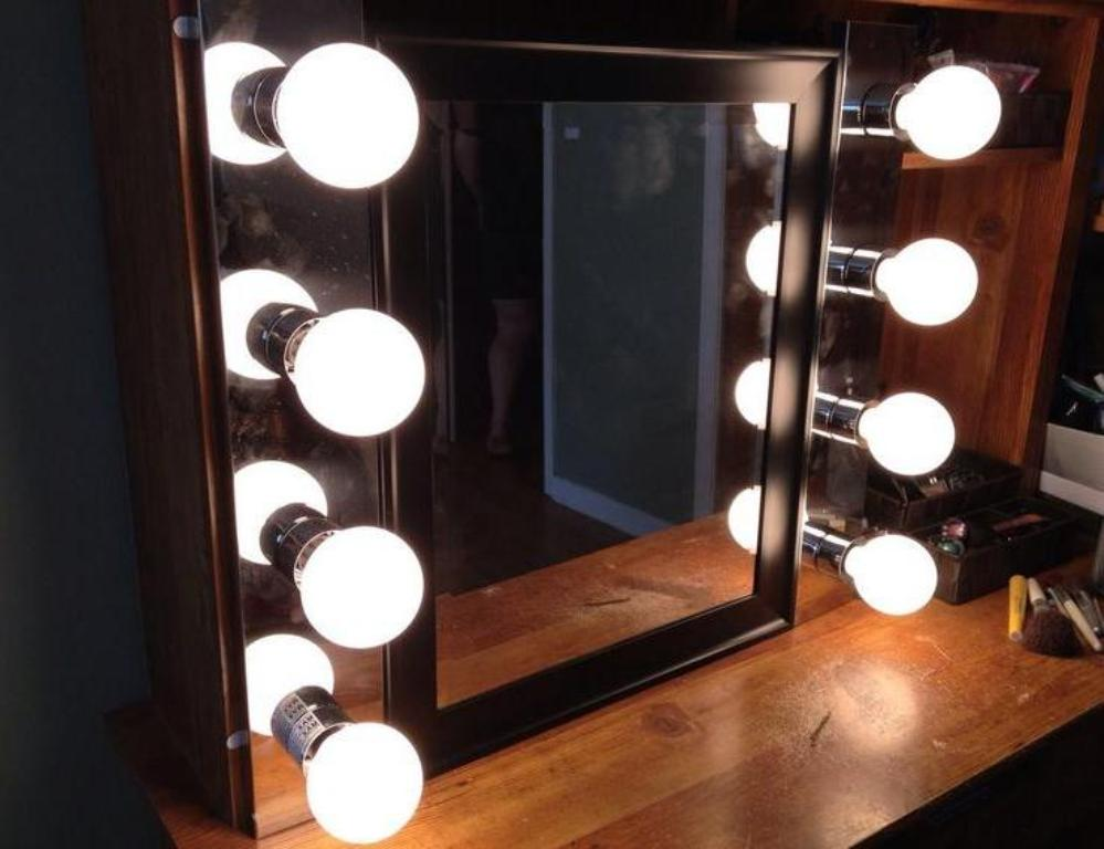 Image of: Nice Vanity Table with Lighted Mirror