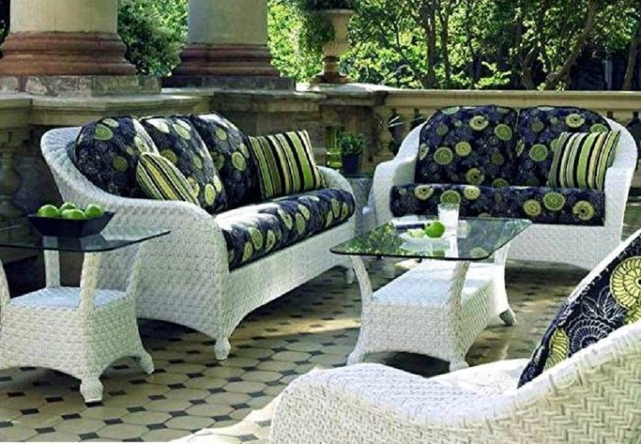 outdoor wicker chairs white