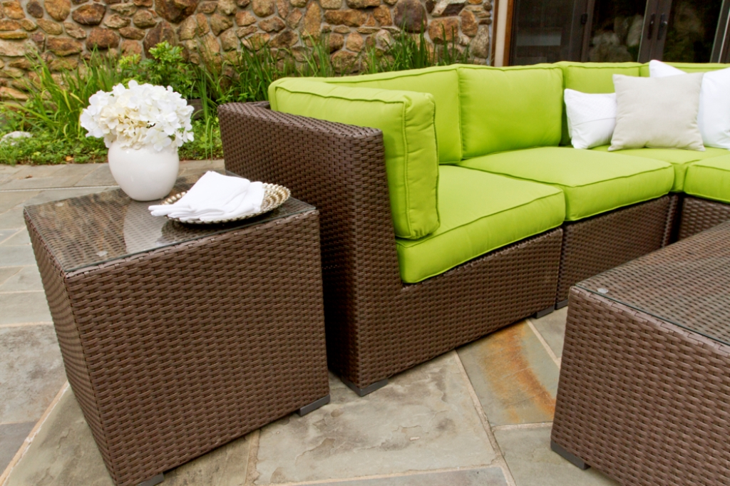Image of: outdoor wicker chairs and table