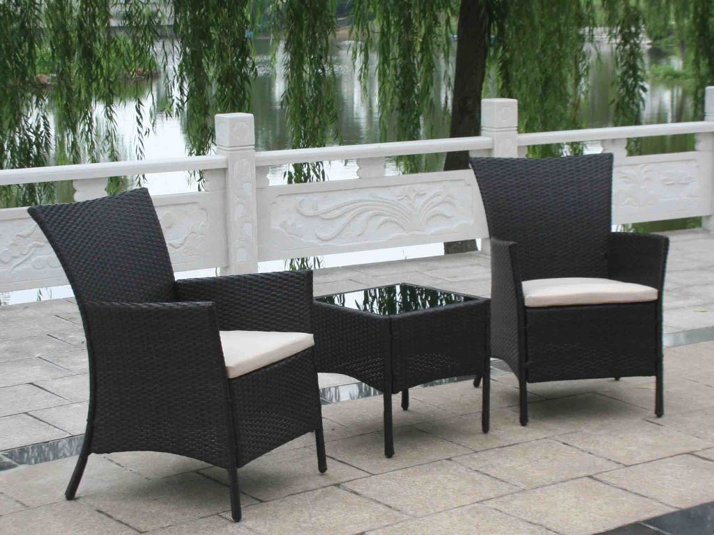 Image of: outdoor wicker chairs with ottomans