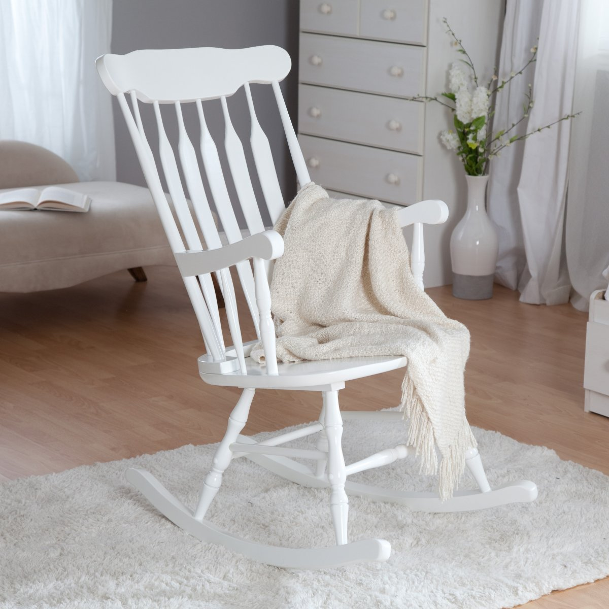 Image of: Oversized Rocking Chair Design