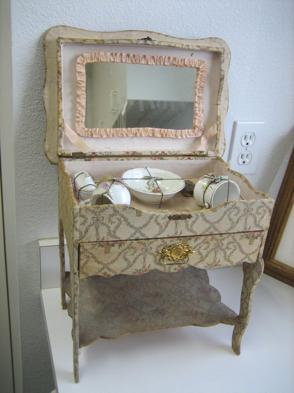 Image of: Painted Antique Vanity with Mirror