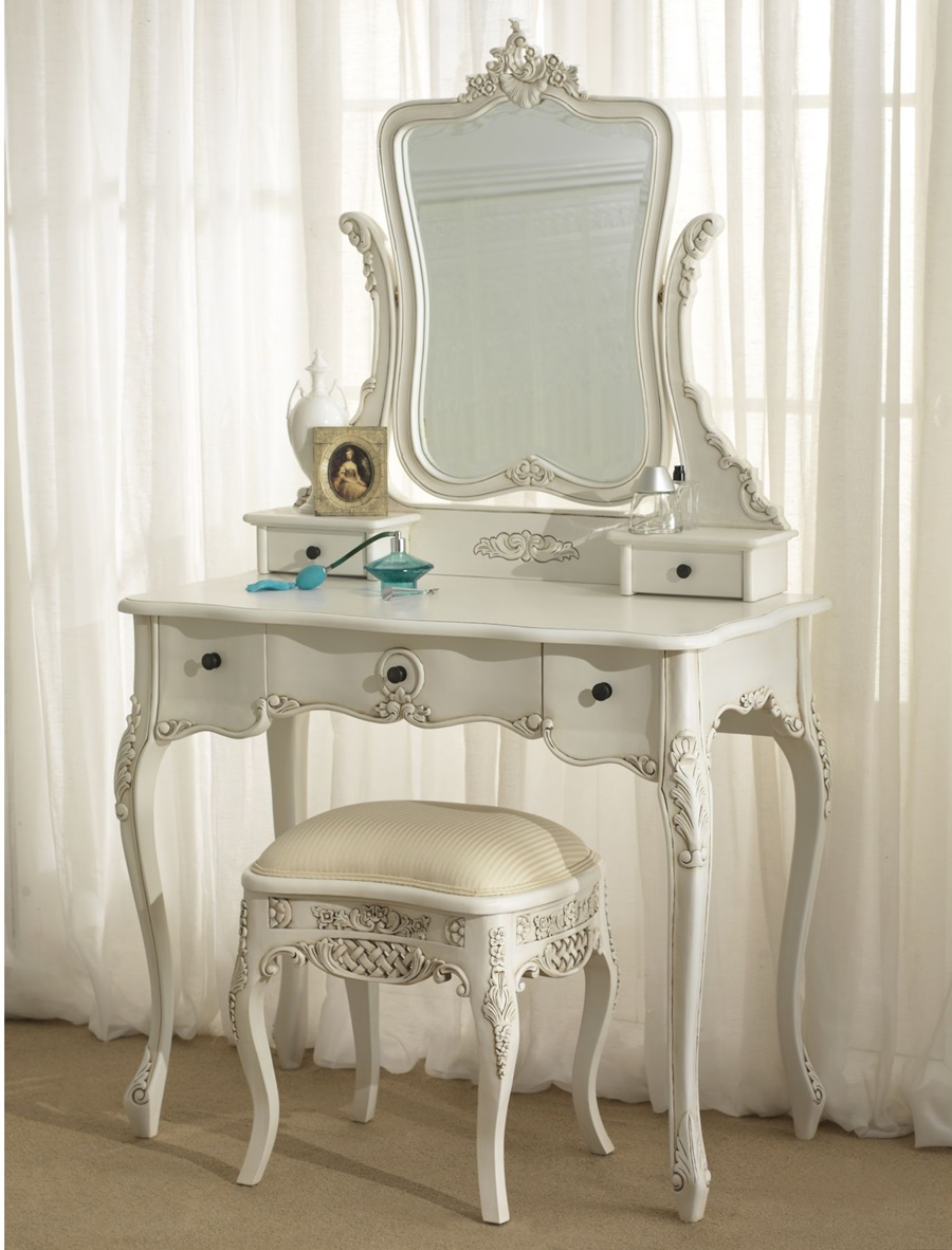 Image of: Pretty Mirrored Vanity Table