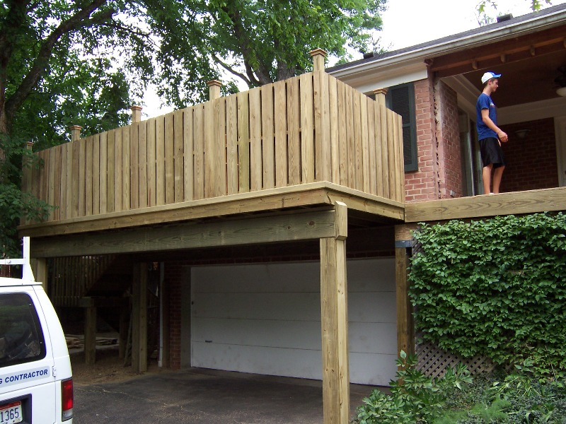 Image of: Privacy Deck Railing Wooden
