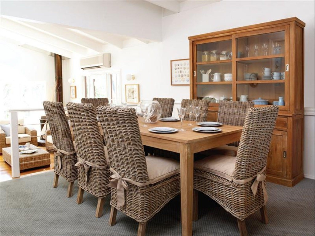 Image of: rattan dining chairs and table