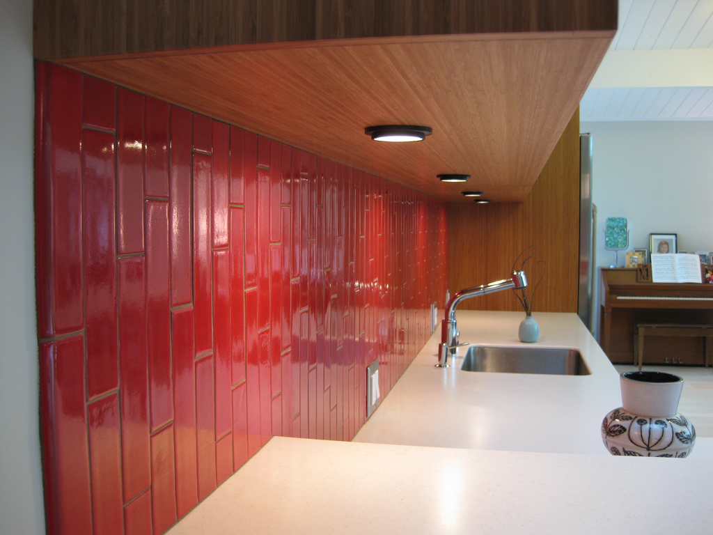 Image of: red glass tile backsplash pictures