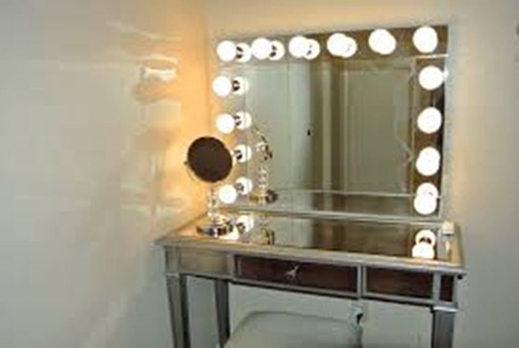 Image of: Simple Table Top Vanity Mirror With Light