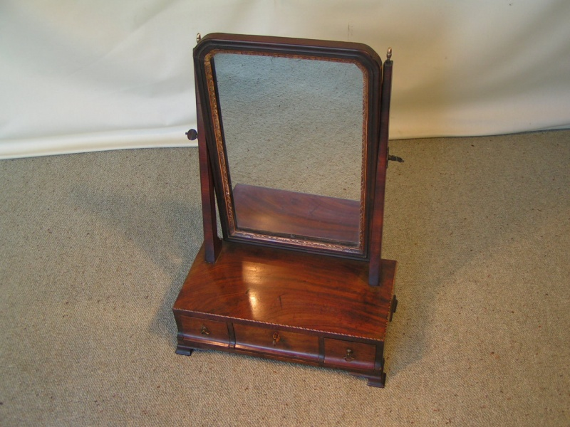 Image of: Simple Vanity Table with Mirror and Bench