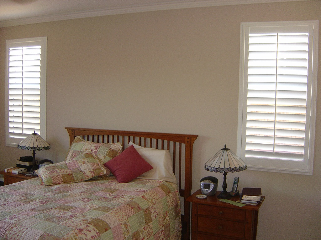Image of: Small Bedroom Window Curtain Ideas
