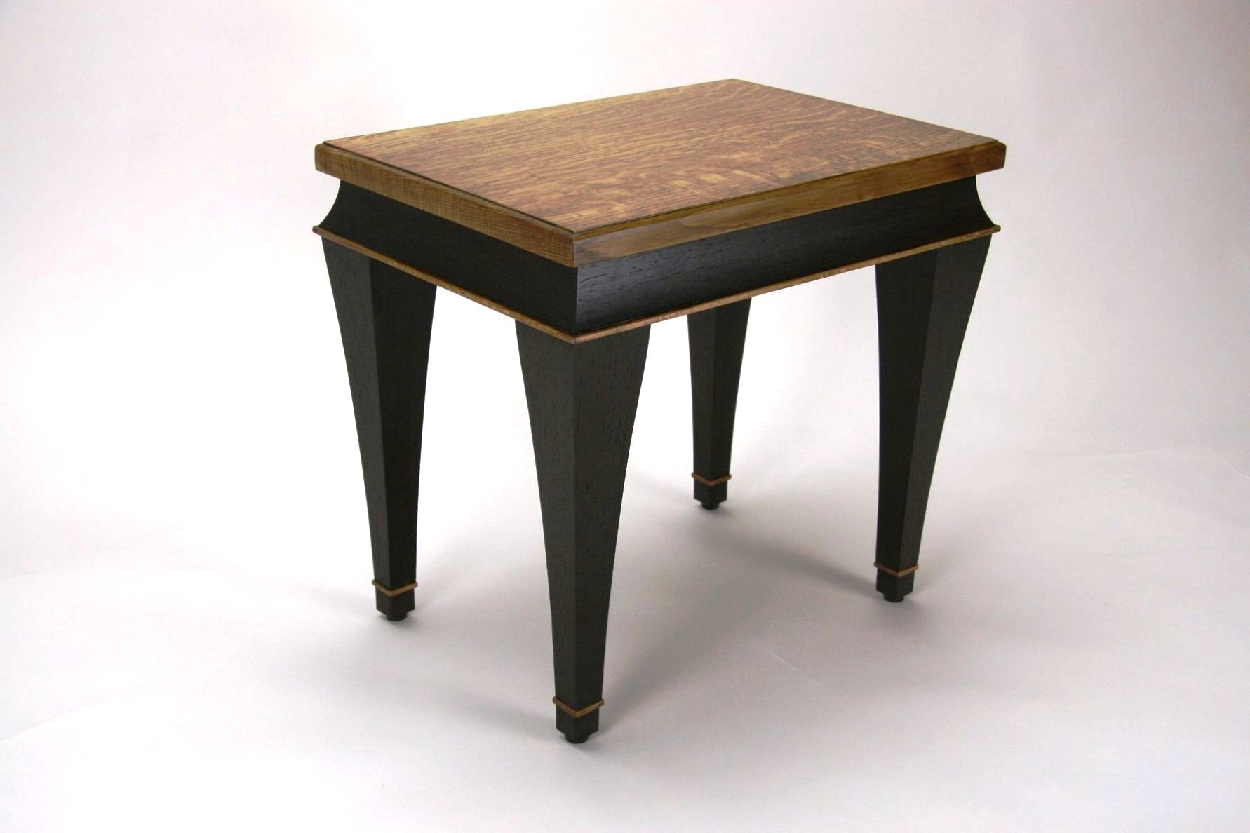 Image of: Small Chairside Table