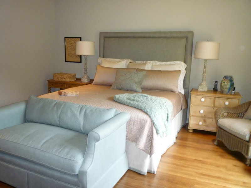 Image of: Small Couches For A Bedroom