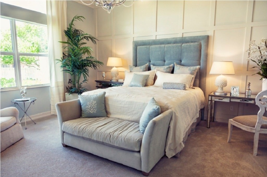 Image of: Small Couches For Bedroom