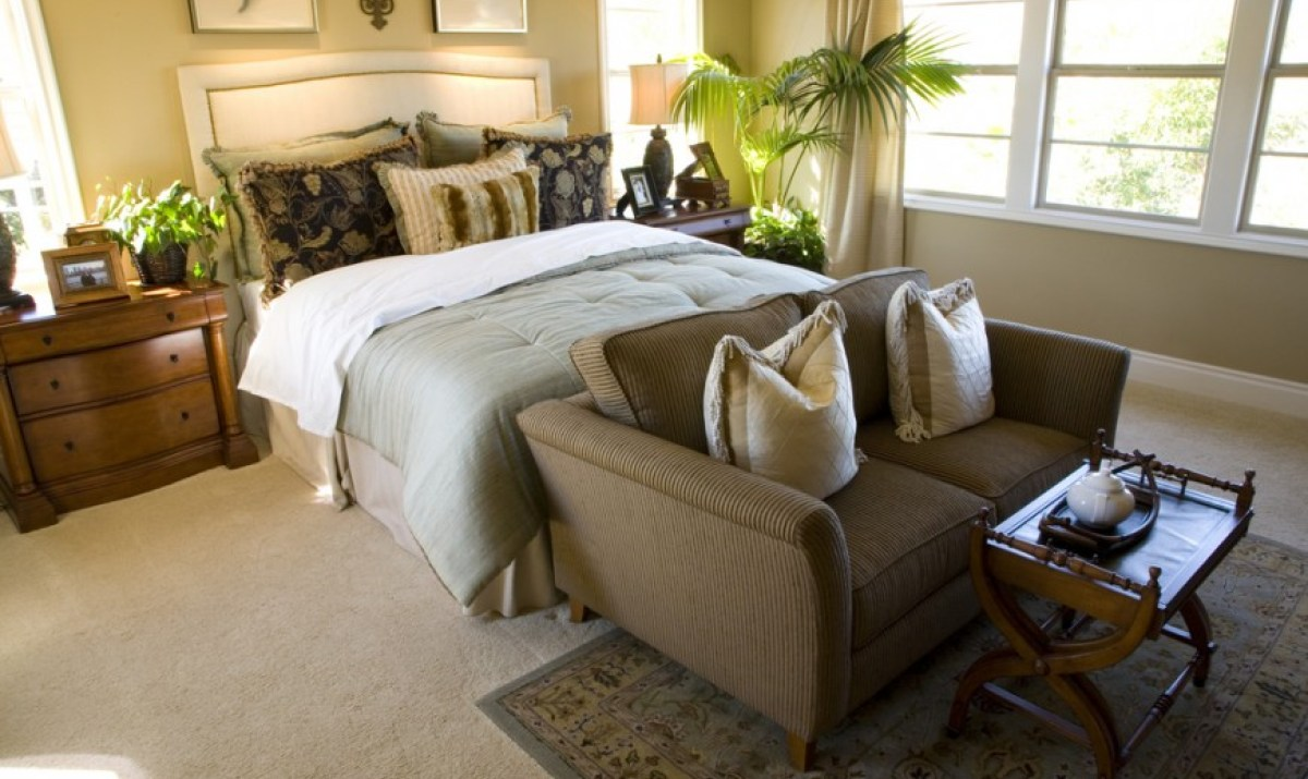 Image of: Small Couches For Bedrooms