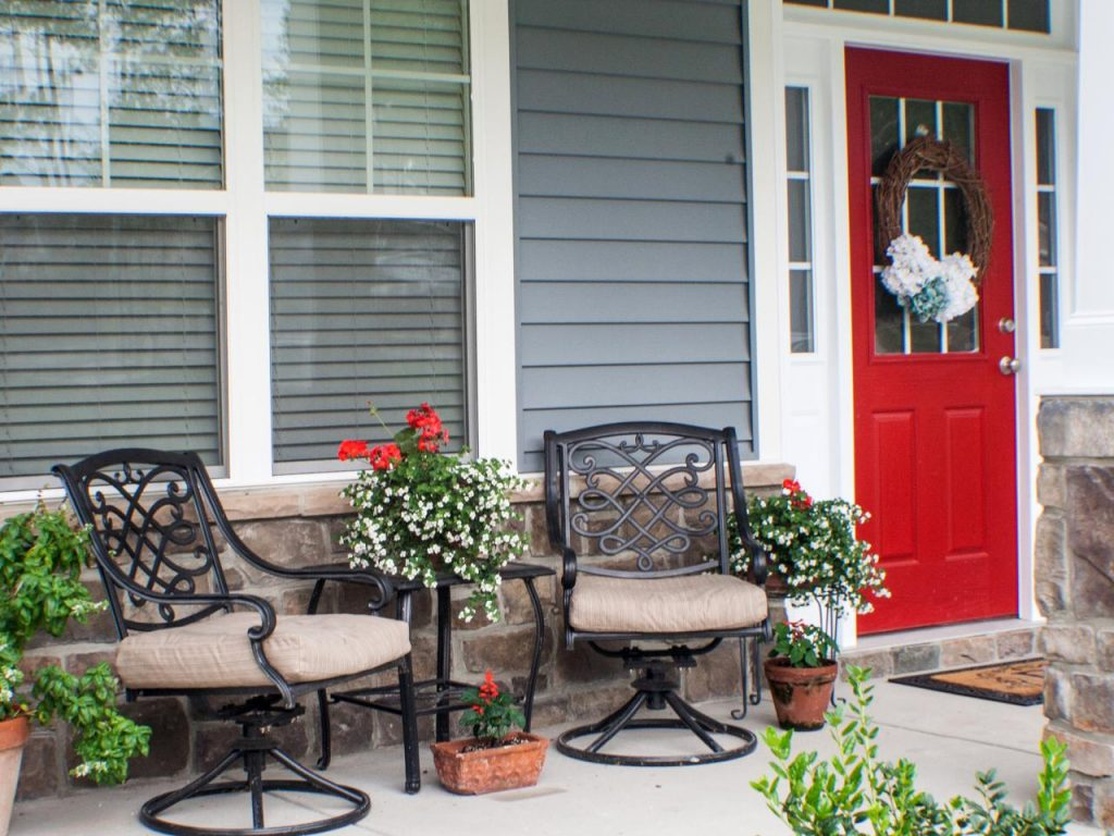 Image of: Small Front Deck Ideas