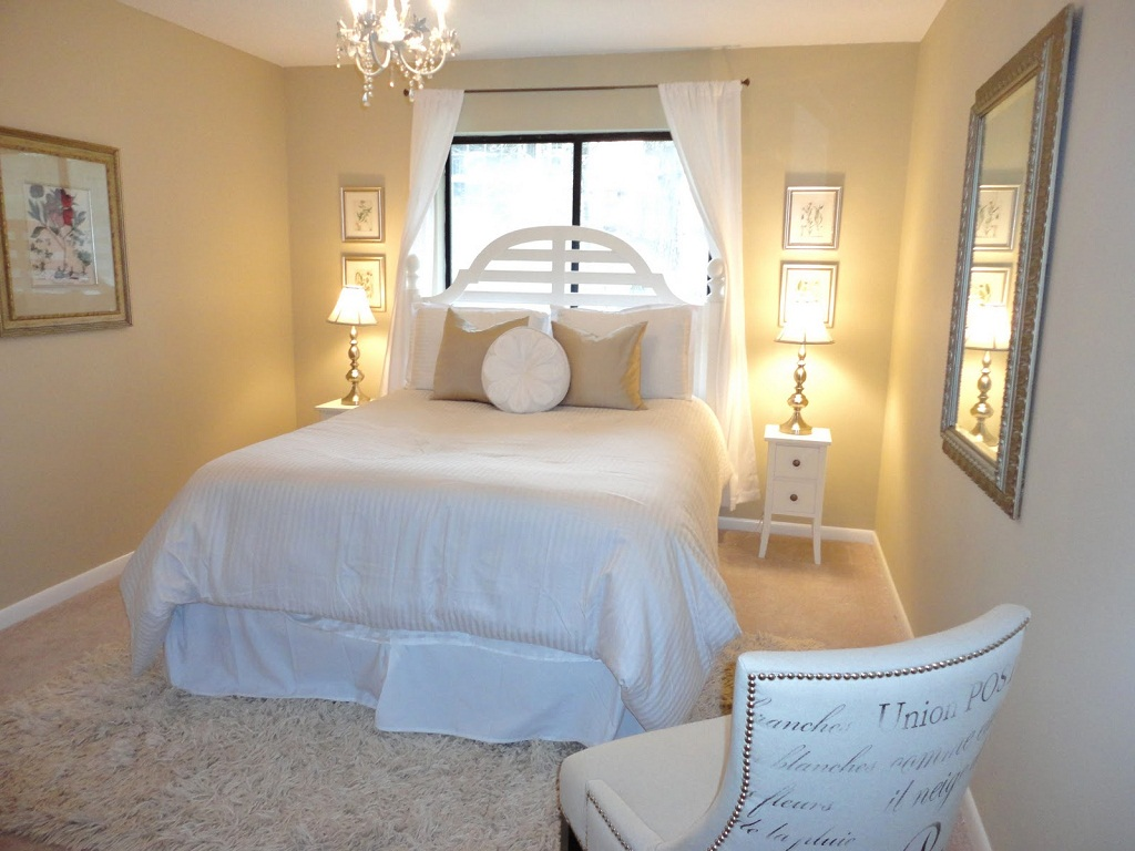 Image of: Small Guest Room Bed Ideas