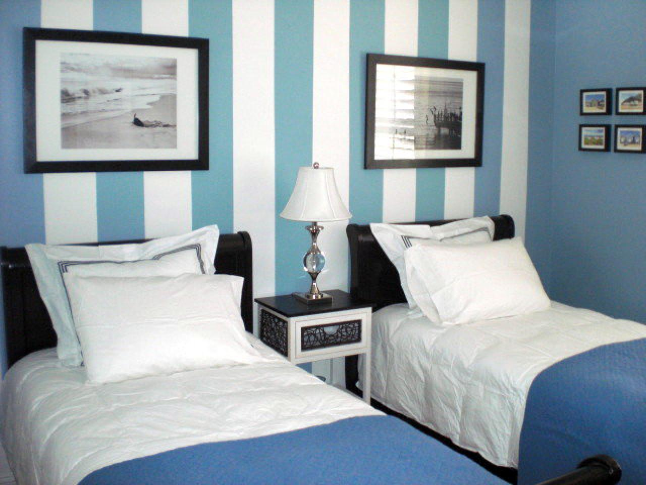 Image of: Small Guest Room With Twin Beds