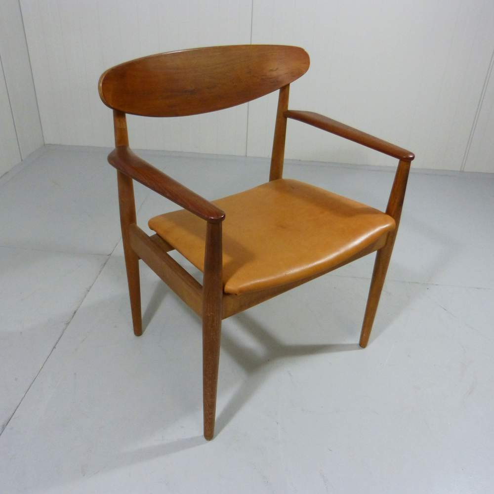 small hans wegner chairs