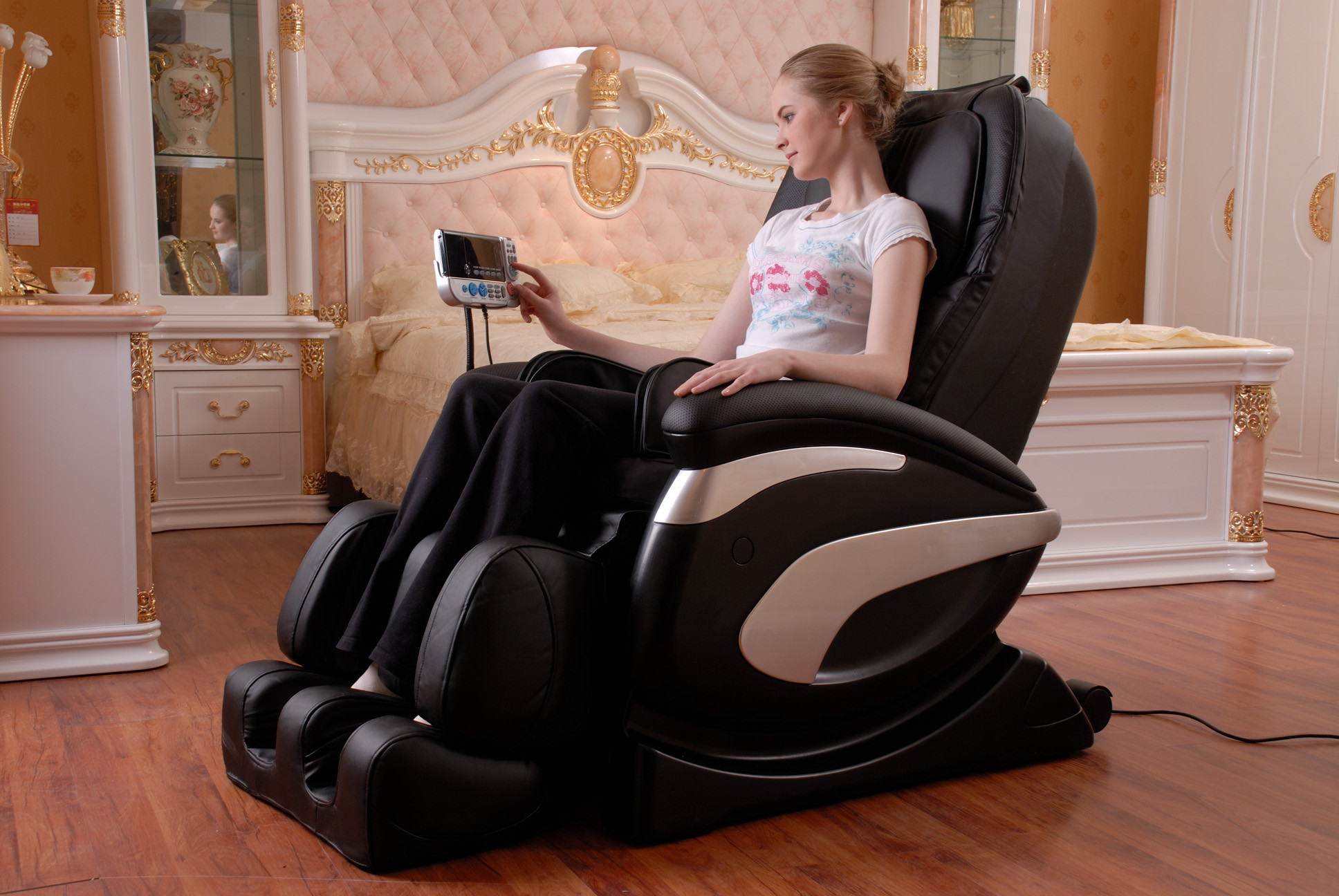 stylish zero gravity massage chair