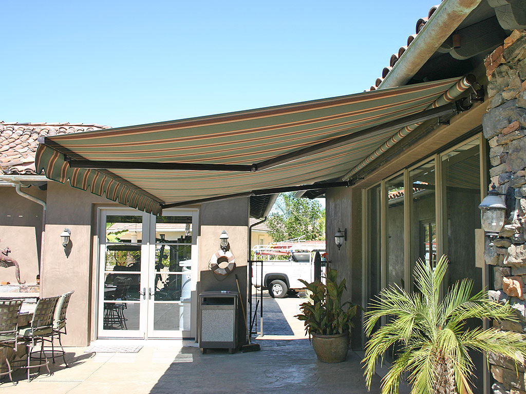 Image of: Sunbrella Retractable Awning Cover