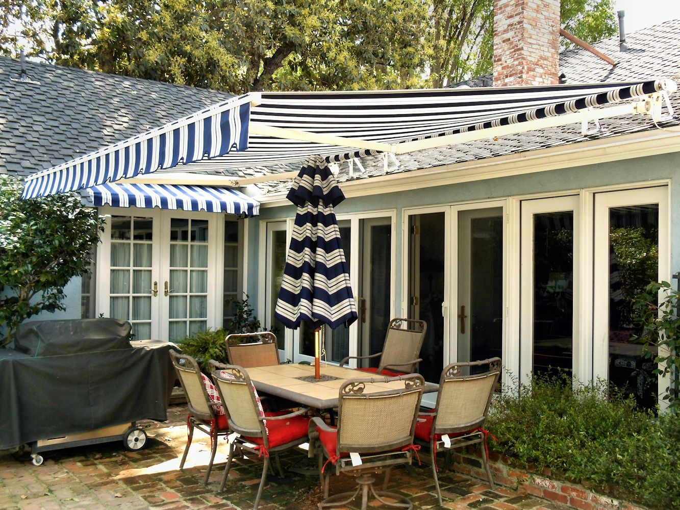 Image of: Sunbrella Retractable Awning Dining Outdoor