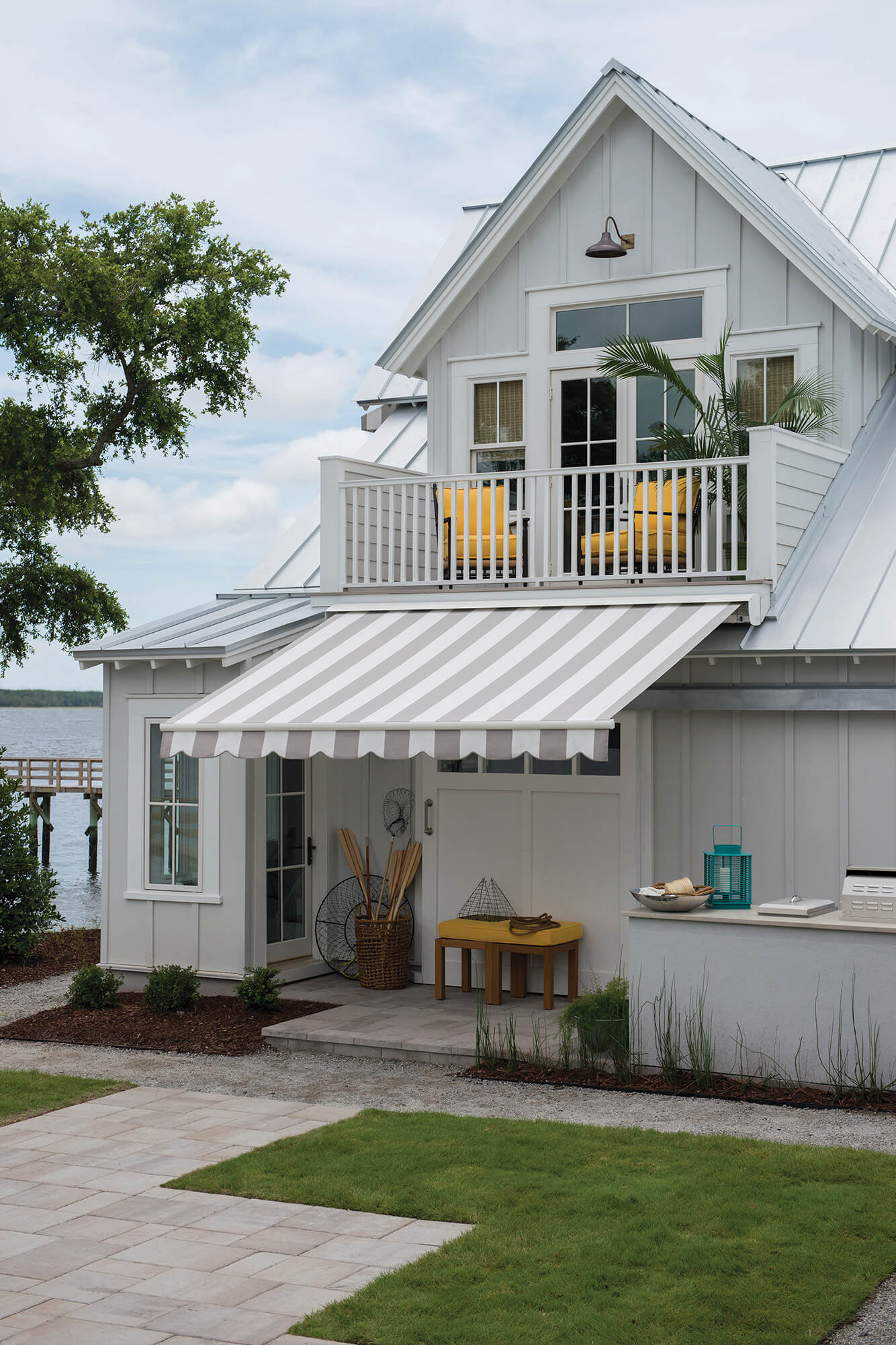 Image of: Sunbrella Retractable Awning Models