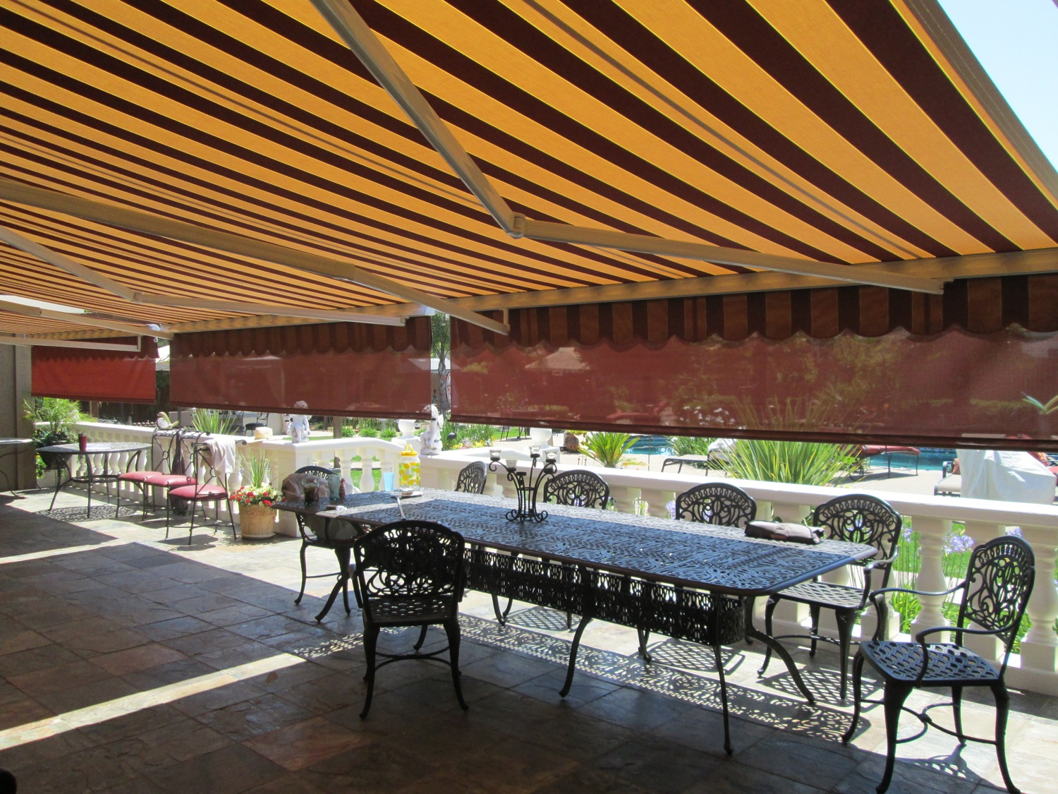 Image of: Sunbrella Retractable Awning Size