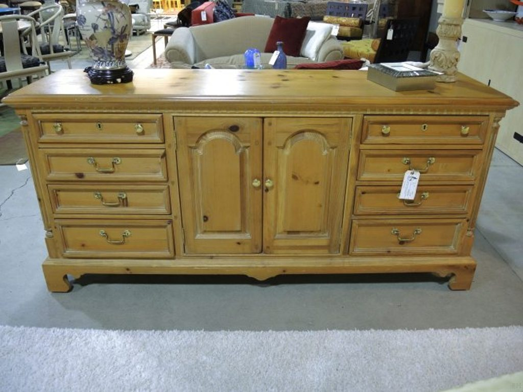 Image of: Thomasville Furniture Bedroom Sets Company