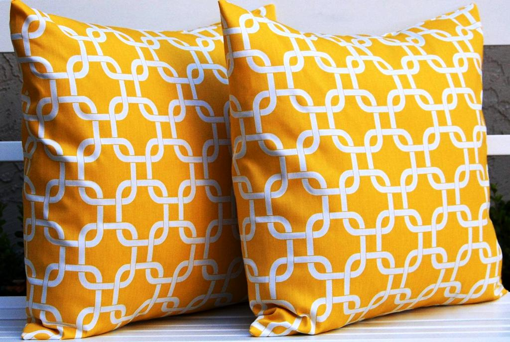 Image of: Throw Pillows For Bed Ebay