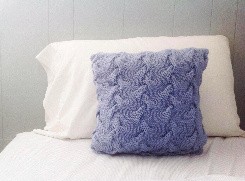 Image of: Throw Pillows For Bed Walmart